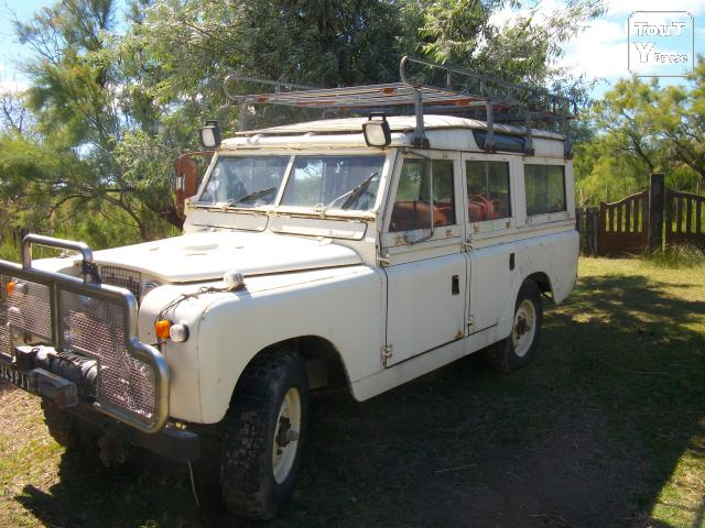 image Land rover station wagon