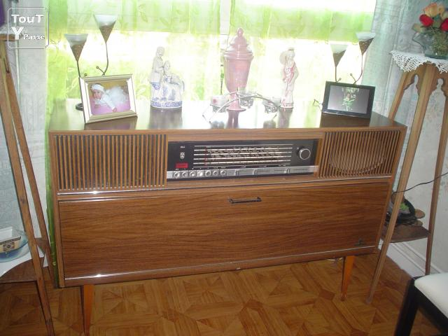 meuble radio tourne disques autres tournai 7500. Black Bedroom Furniture Sets. Home Design Ideas