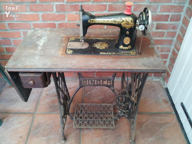 Machine coudre singer meubles anciens houthulst 8650 for Machine a coudre ubaldi