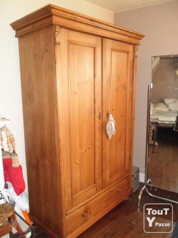 a vendre armoire 2portes et 1grand tiroir en pin du canada. Black Bedroom Furniture Sets. Home Design Ideas
