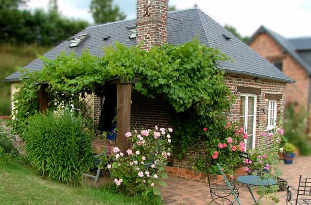 image Hollidays in France, rent a gîte, selfcatering, B & B, guest house  3***