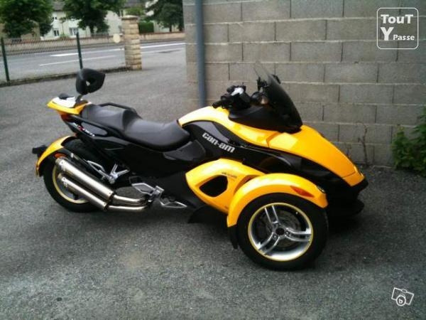 a vendre can am spyder kilom trage 6000 cylindr e 1000. Black Bedroom Furniture Sets. Home Design Ideas