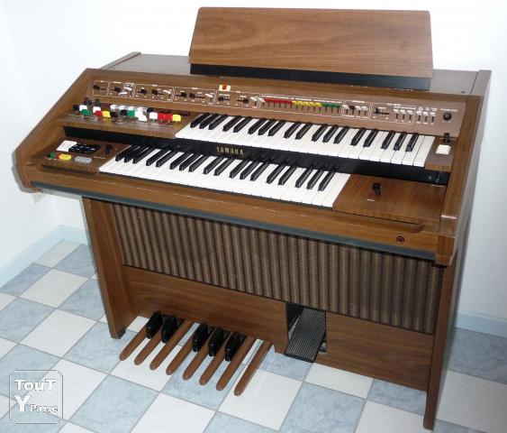 a vendre orgue synthetiseur electrique yamaha m ry sur. Black Bedroom Furniture Sets. Home Design Ideas
