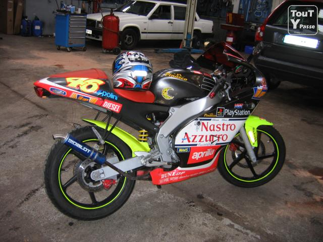photo de Aprilia rs 50 replica rossi 99
