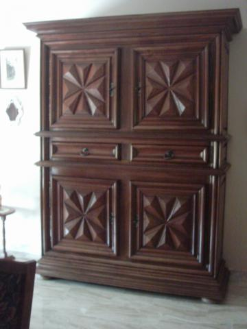 armoire salle manger style fin louis xiii d but louis. Black Bedroom Furniture Sets. Home Design Ideas