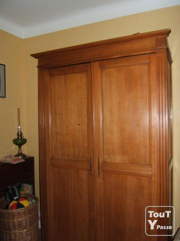 armoire tete de lit doubles rideaux nantes 44000. Black Bedroom Furniture Sets. Home Design Ideas