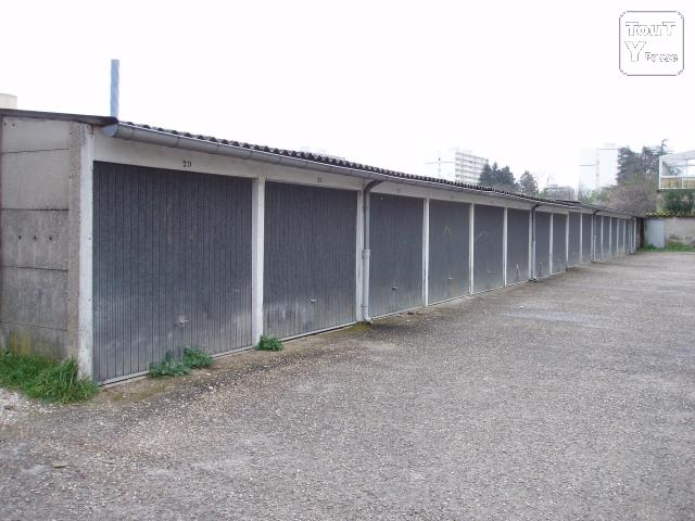 Box garages louer rillieux la pape 69140 for Top garage rillieux la pape