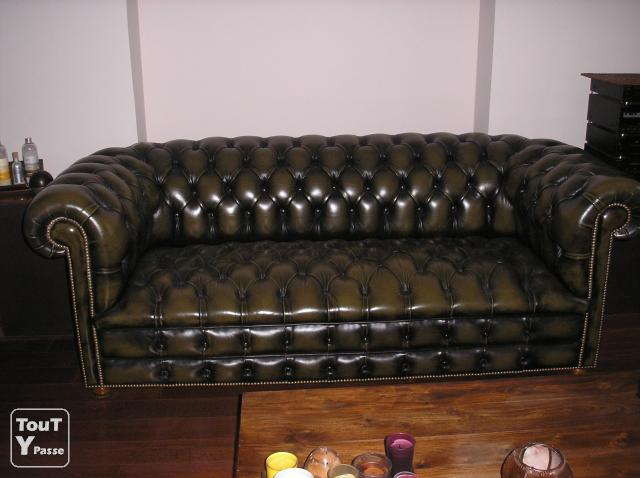 canape chesterfield. Black Bedroom Furniture Sets. Home Design Ideas