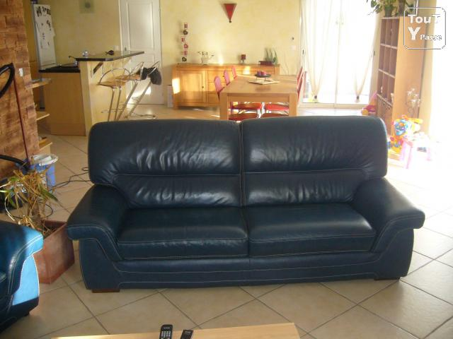 Canape cuir bleu 3 places 2 fauteuils cuir assortis port for Salon canape bleu