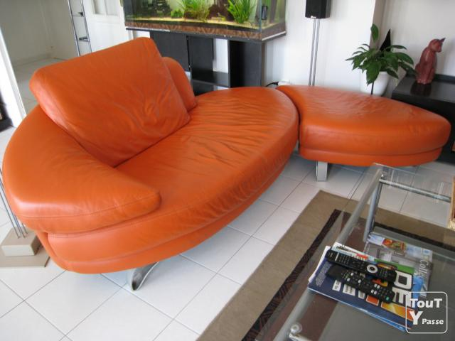 canap meridienne avec pouf chateau d 39 ax orange et acier rh ne alpes. Black Bedroom Furniture Sets. Home Design Ideas
