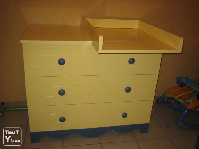 chambre b b jaune et bleue en bon tat montpellier 34000. Black Bedroom Furniture Sets. Home Design Ideas
