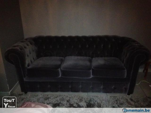 Chesterfield canap un de 3 place et 2 de 2 places for Canape 3 place plus 2 place