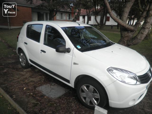photo de DACIA SANDERO Ambiance GPL/ESSENCE 1.4 MPI 75