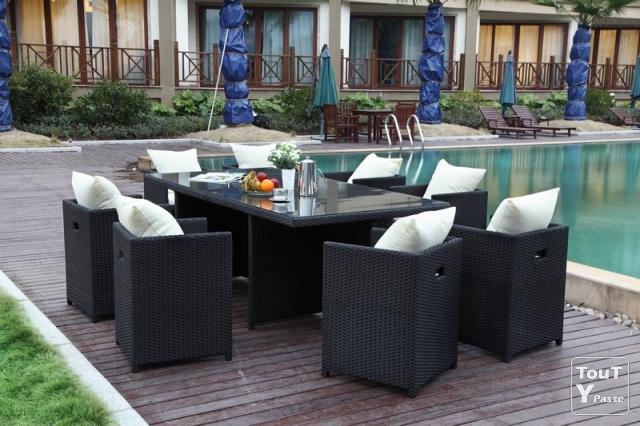 Ensemble table et fauteuil de jardin en r sine tress e for Table chaise encastrable pas cher