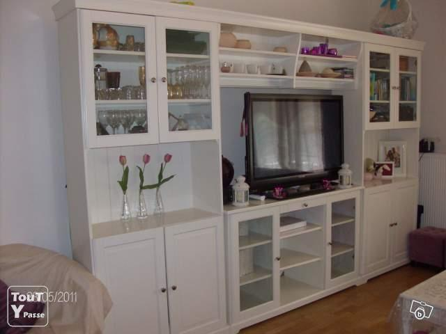 ensemble vaisselier meuble tv ikea le de france. Black Bedroom Furniture Sets. Home Design Ideas
