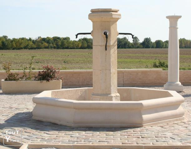 fontaine de village en pierre reconstitu e de bourgogne. Black Bedroom Furniture Sets. Home Design Ideas