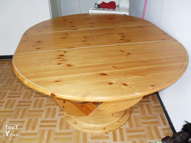 Grande table ronde avec rallonge nancy 54000 for Table a manger ronde rallonge