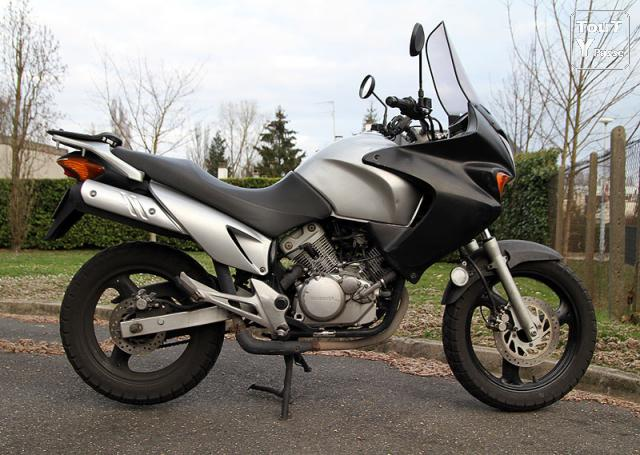 honda varadero 125 xlv 2002 45500 km 2000 euros dpt91 essonne. Black Bedroom Furniture Sets. Home Design Ideas