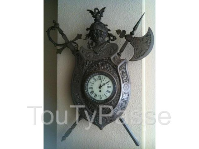 horloge murale tr s ancienne luxembourg. Black Bedroom Furniture Sets. Home Design Ideas