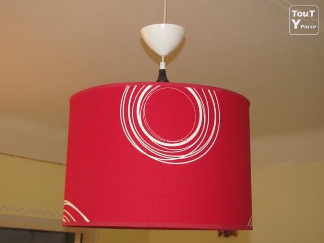 lampe suspension avec abat jour cylindre rouge bulle landes. Black Bedroom Furniture Sets. Home Design Ideas