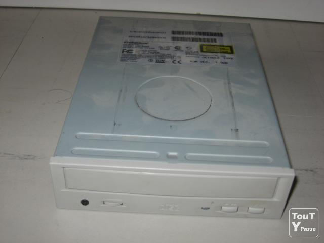 Photo Lecteur de cd-rom goldstar cd-rom drive image 1/1