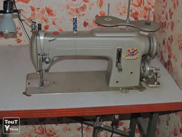 Machine pfaff industrielle images for Machine a coudre 91