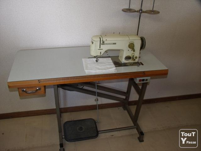photo de Machine à coudre sur table BERNINA 742 semi-industrielle