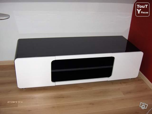 meuble tv design avec led croisette. Black Bedroom Furniture Sets. Home Design Ideas