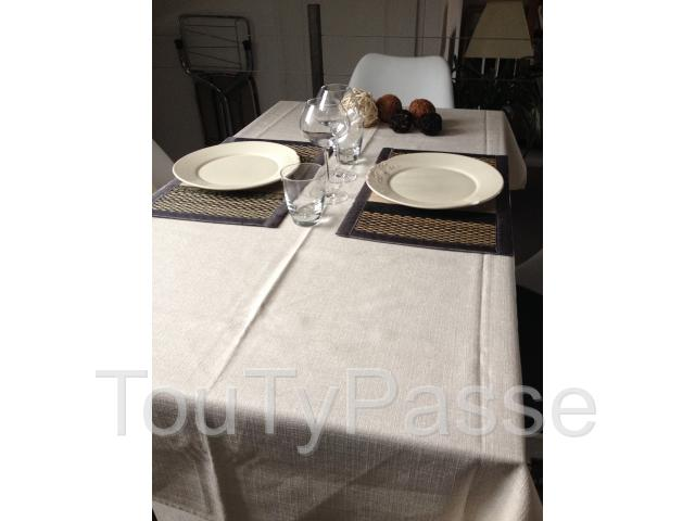 photo de NAPPES EN POLYESTER POUR RESTAURANT