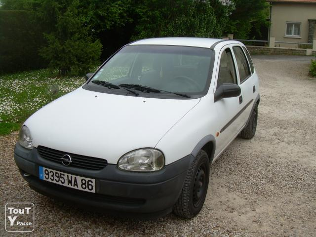 opel corsa b 1l 12v 1999 blanche poitiers 86000. Black Bedroom Furniture Sets. Home Design Ideas