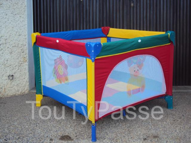 photo de parc a bebe type parapluie