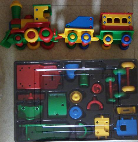 Photo PETIT TRAIN EN PLASTIQUE MULTICOLOR image 1/1