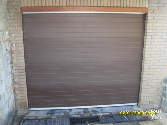 Porte sectionnelle en pvc de garage beloeil 7970 for Porte de garage pvc sectionnelle