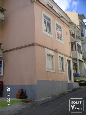 photo de Portugal -centre ville de ALMADA-Maison de 3 étages  85.000euros