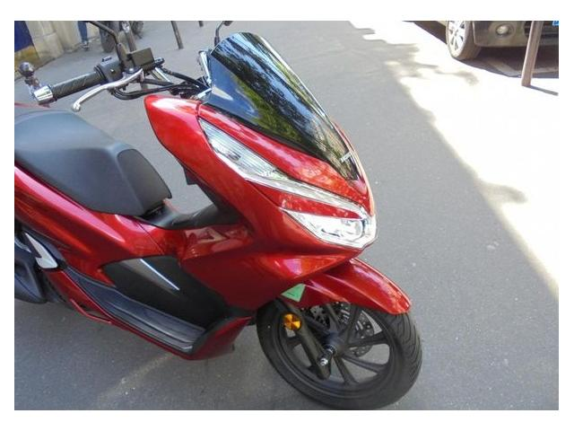 photo de scooter honda pcx 125