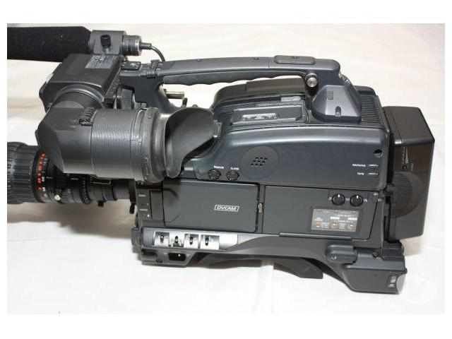 photo de SONY DVCAM DSR-400P + FUJINON CANON OU ANGENIEUX: