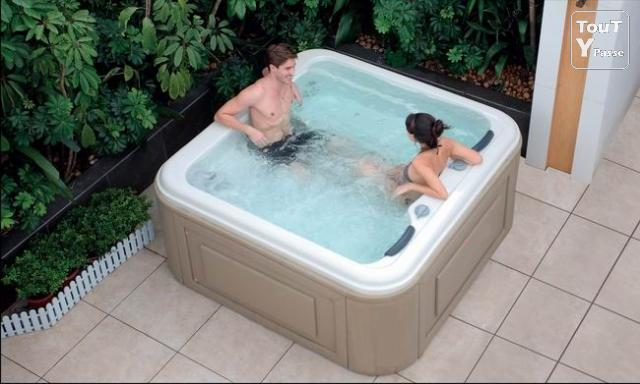 spa miami 2 jacuzzi 6 places 85 jets en promotion ollioules 83190. Black Bedroom Furniture Sets. Home Design Ideas