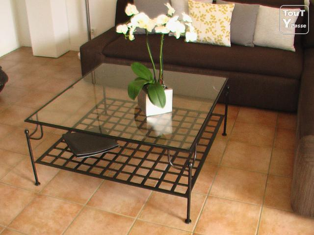 Table basse carr tat neuf fer forg dessus verre - Table salon fer forge ...