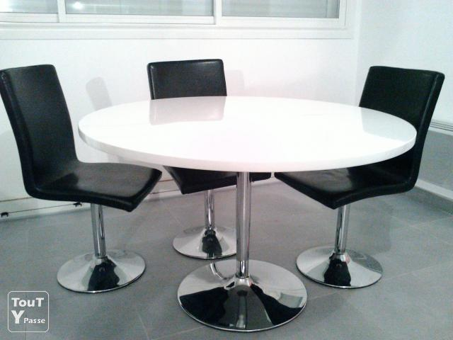 Table ronde alinea blanche - Table basse ronde blanche ...