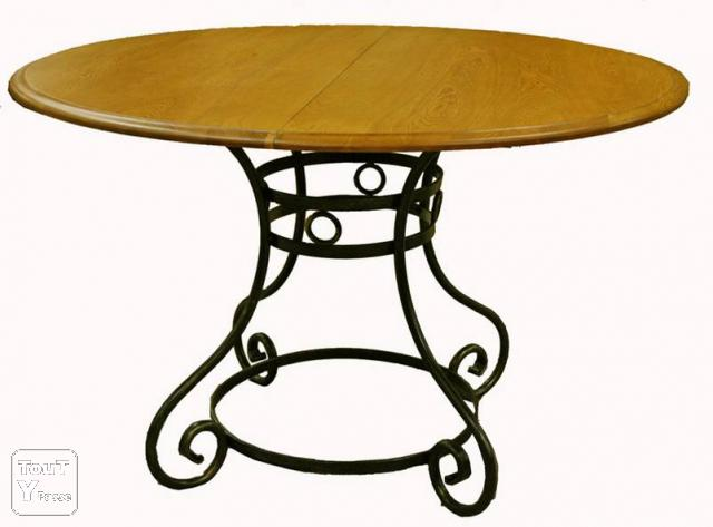 Table ronde pied central fer forg chene massif essonne for Table bois pied fer forge