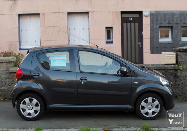 toyota aygo up 1 0vvti essence 4cv 7800km parfait tat 1er main 5 portes brest 29200. Black Bedroom Furniture Sets. Home Design Ideas
