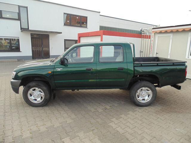 toyota hilux double cab 2 5 d 4d pick up marbou 28200. Black Bedroom Furniture Sets. Home Design Ideas