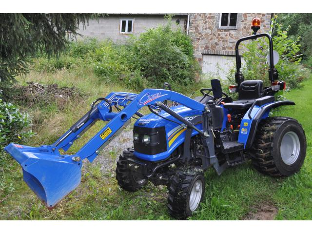 Photo Tracteur compact inlcus chargeur frontal image 1/6