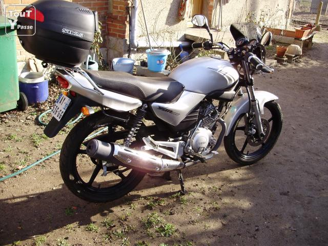 vd yamaha ybr 125cc sully sur loire 45600. Black Bedroom Furniture Sets. Home Design Ideas
