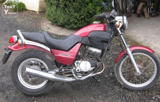 vends cagiva 125 roadster 521 clermont ferrand 63000. Black Bedroom Furniture Sets. Home Design Ideas