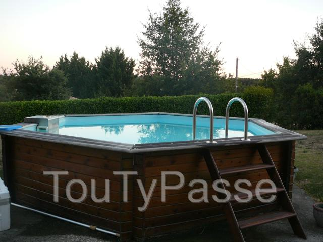 vends piscine hors sol bois piscinelle toulouse 31000. Black Bedroom Furniture Sets. Home Design Ideas