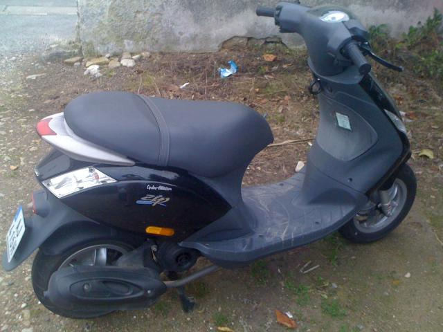vends scooter piaggio zip la rochelle 17000. Black Bedroom Furniture Sets. Home Design Ideas