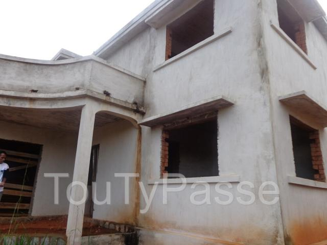 photo de VILLA EN COUR DE FINITION A VENDRE A AMBOHIMANGAKELY 7008