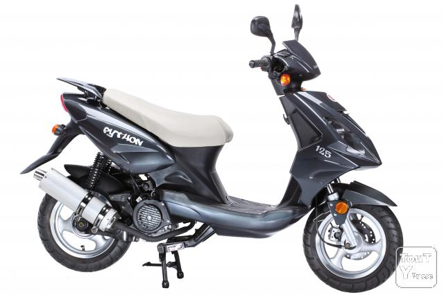 a saisir scooter 125cc neuf au prix d un 50cc 999. Black Bedroom Furniture Sets. Home Design Ideas