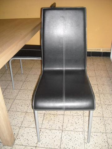 a vendre 4 chaises en cuir 1 table namur 5000. Black Bedroom Furniture Sets. Home Design Ideas